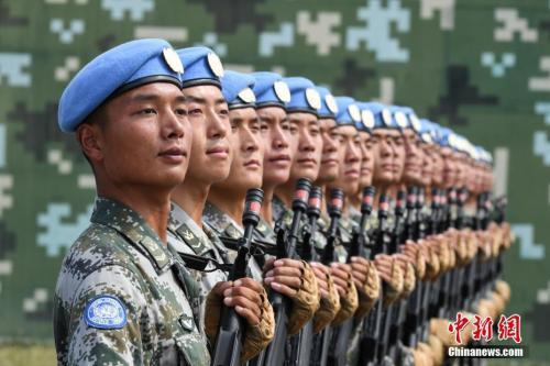 资料图:维和部队方队进行训练。 中新社记者 崔楠 摄