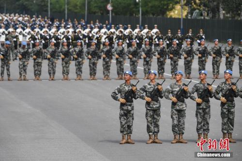 资料图:阅兵训练现场。中新社记者 崔楠 摄