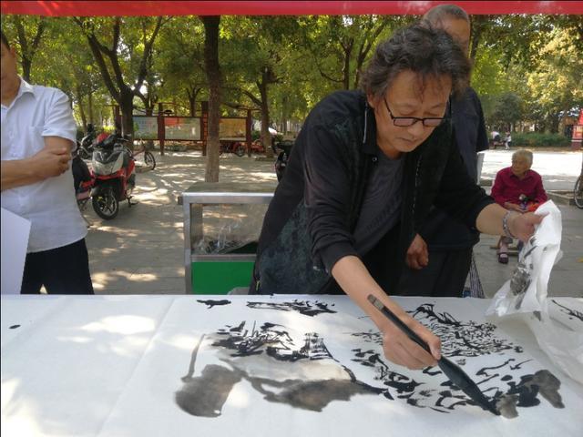 不一样的国庆 不普通的画家 <a target=_blank href='www.0561999.com'><b>淮北</b></a>民间艺术研讨院安排书画名家走进