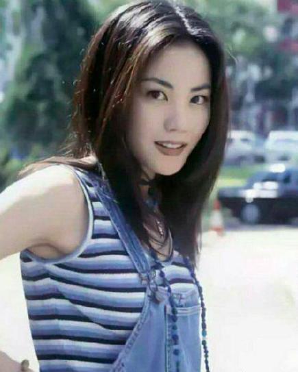 原来王菲十八岁时这么美,比张柏芝有过之无不及,谢霆锋眼光真好