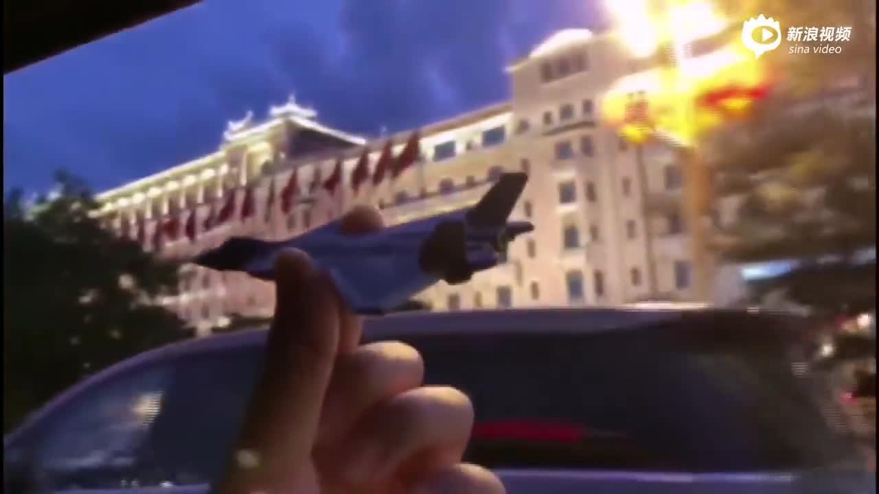 殲-20飛行員妻子:你在天空受閱,我在地面伴飛!