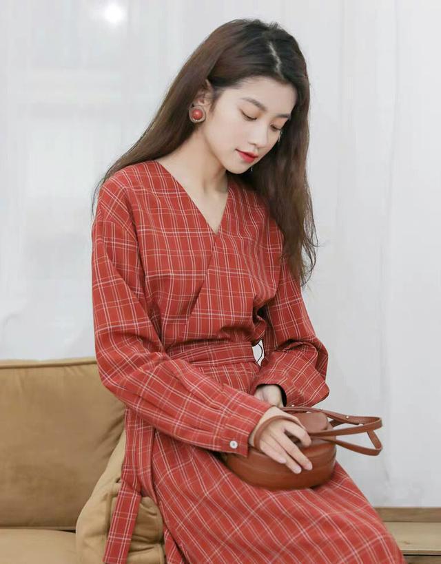 复古格子裙给你美丽新体验,这秋天正流行,别跟不上潮流