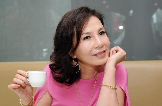 与林青霞齐名的琼女郎遭逢老公出轨又患癌,62岁考硕士活出风采