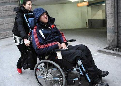 男排球星受伤瘫痪12载,和奥运前妻主动离婚,如今试管婴儿当爹了