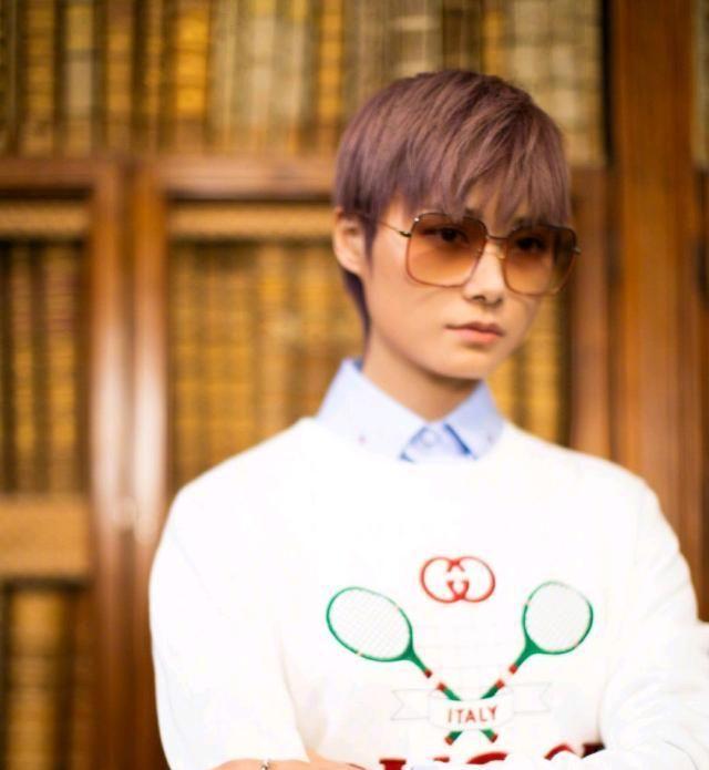 李宇春拍摄的罗马大片,潮流时尚,心动粉的发色奇特优雅