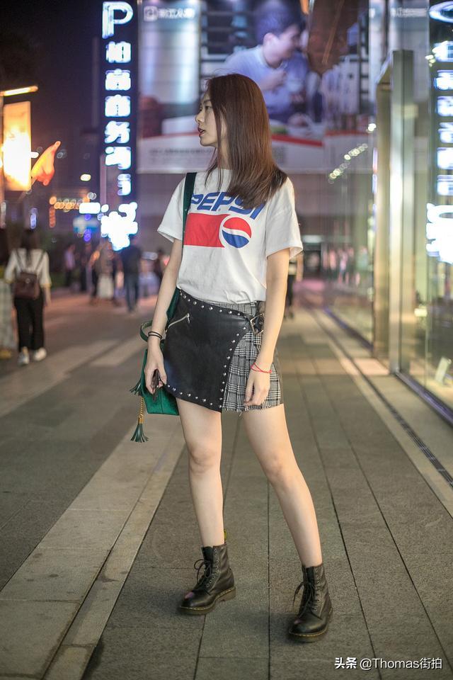 时尚潮流街拍,穿搭摆姿这样会更好?