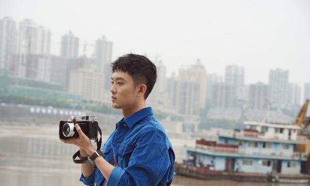 秦昊首支solo单曲《常客》上线个人摄影集叙述对故乡的逃离与回