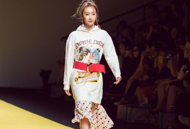 宣璐T台首秀,造型时尚,走出了属于自己的风格