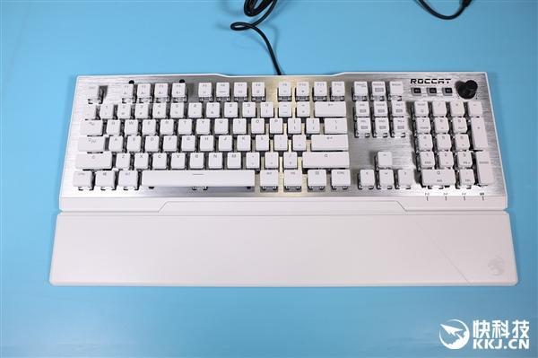 自研泰坦轴轻虐茶轴 冰豹瓦肯122机械键盘图赏