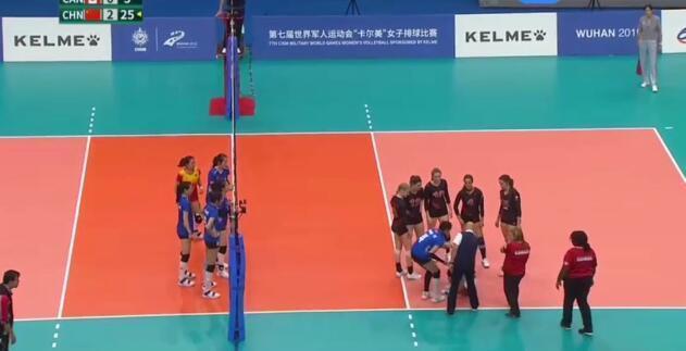八一女排對陣加拿大,李盈瑩連續發球12次,教練1安排暖人心