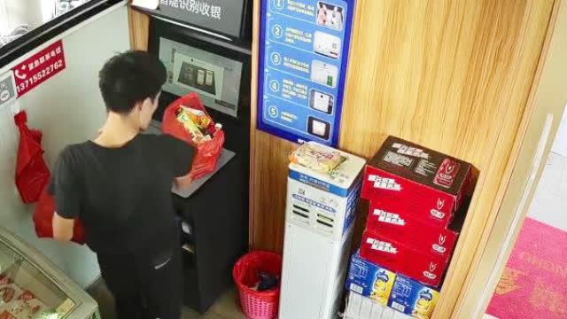 男子4天进入无人超市偷走近800件商品