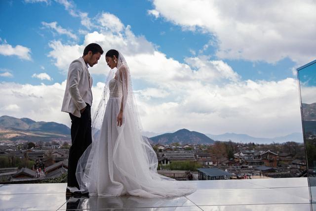学会了这样的拍照姿势,在三亚拍出大气唯美的明星级婚纱照