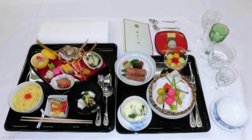 """即位仪式后,举行了被称为""""飨宴之仪""""的晚宴招待会。(图片来源:NHK视频截图)"""