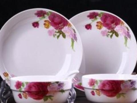 你家吃饭用的是不是瓷碗?那些印花的瓷碗,到底安全不安全呢?