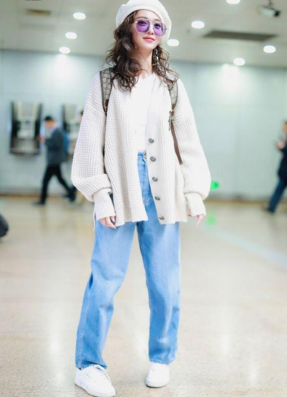 吴谨言变身潮流女孩,针织毛衣牛仔裤配贝雷帽,整个人时髦得飞起