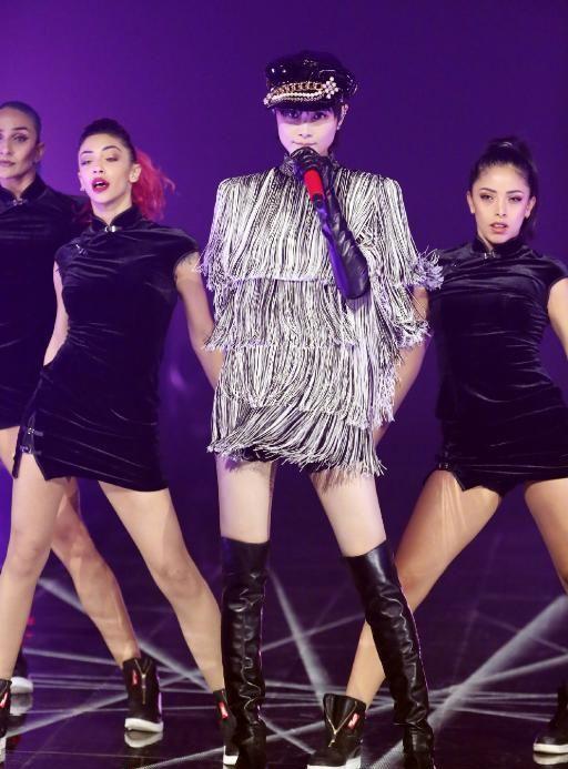 """李宇春穿裙子太个性,""""安全裤""""比短裙还要长,潮流打扮太女人"""