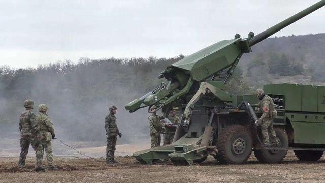 """独立北约体系之外,法国研制多种武器,""""凯撒""""卡车炮引领潮流"""