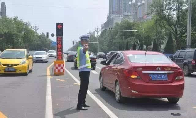 """这种车道""""逆行""""也不违章?交警:按规定走,不扣分也不罚款"""