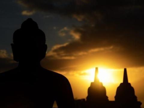 世界最大的佛教遗址,隐匿在热带雨林中近千年,与万里长城齐名