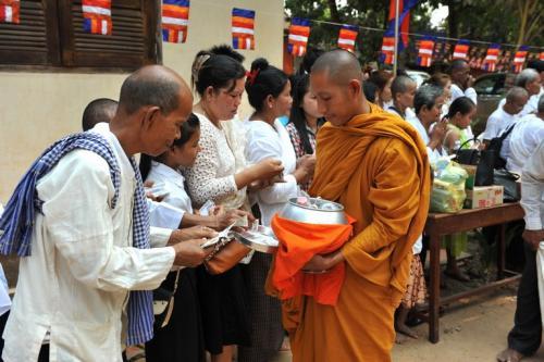 柬埔寨并不富裕,为啥过得还那么幸福?看看农村理解了