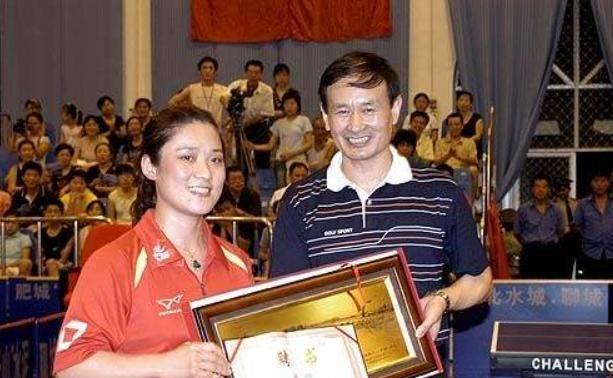 她曾7奪乒乓球世界冠軍,中國首位獲得法國勛章,如今在北大任教