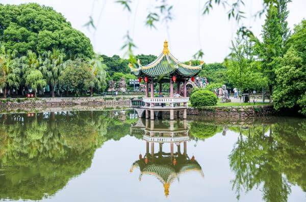 中国最爱说方言的4座城市:全部位于南方,游客很无奈:听不懂