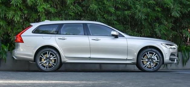 有这车还看啥奥迪A6L,配2.0T加四驱,颜值实力空间给力