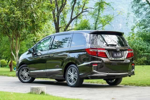 嫌GL8贵就选它,轴距2米9配电动门,满油可跑820KM旅行家用都行