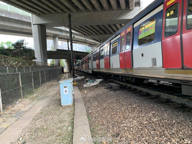 暴徒闯入车厢纵火 港铁遭破坏7条线严重延误