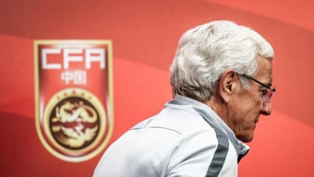 国足输球里皮撂挑子,都不给艾克森传球,归化当摆设吗?