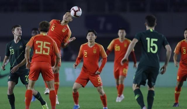 24小时惨遭3次暴击!中国足球老毛病依旧没改,但2人可昂首离开