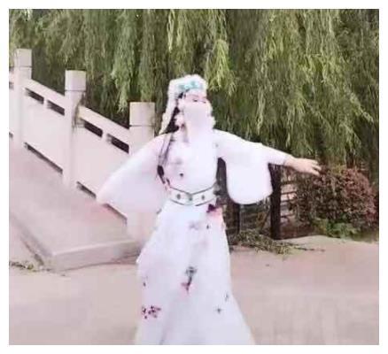 """抖音版""""香妃""""火了,当她抬手的那一刻,网友:""""刘丹""""回来了"""