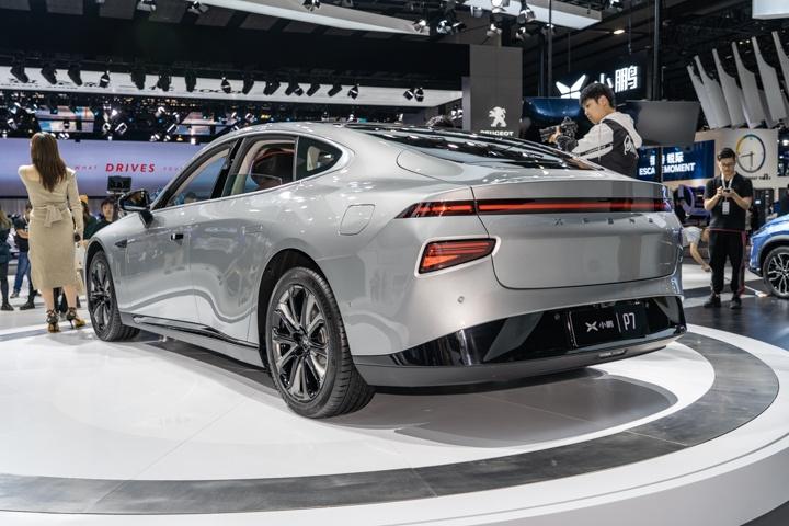 预售27.00万起,科幻座舱氛围,广州车展实拍小鹏P7