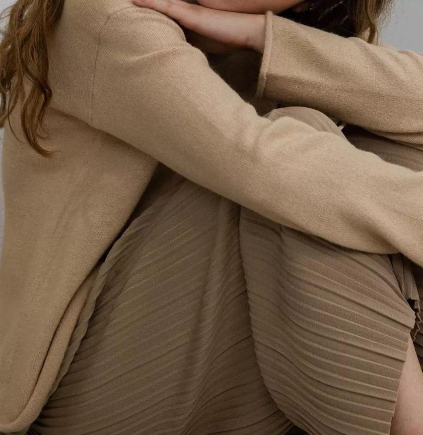 用毛衣来打造极简高级感,时髦又耐看!