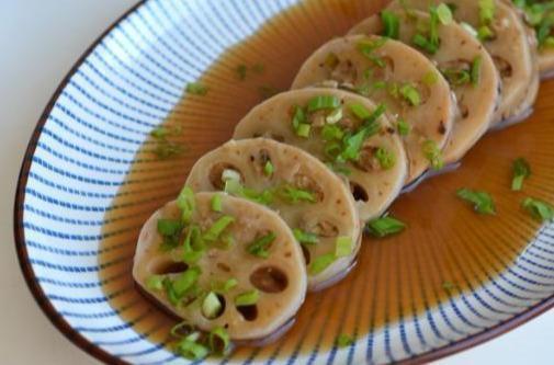 美食推荐:笼笼鸡,蒸藕夹,芦笋虾球炒滑蛋,茄汁菜包
