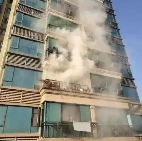 景德镇:18层至4层晒的被子全部冒烟起火 怎么回事?