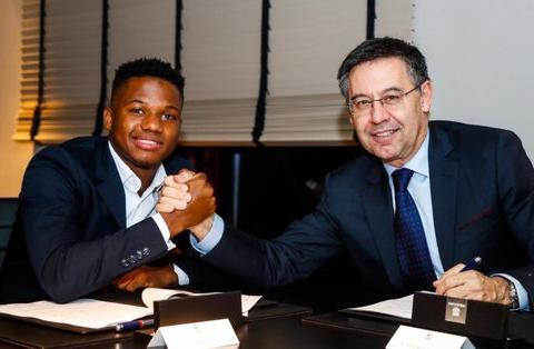 巴塞罗那足球俱乐部与拉玛西亚瑰宝安苏·法蒂达成续约协议