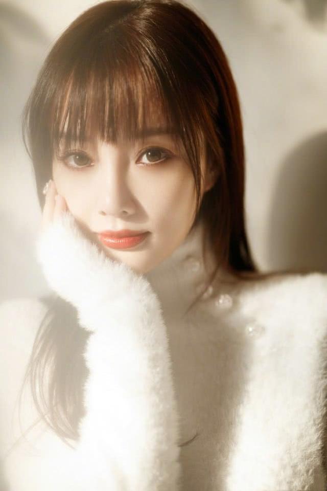 李小璐宣布离婚后演艺事业难继续?为自主品牌代言主营网店