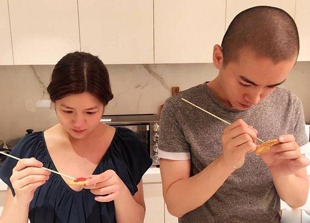 参观陈妍希和陈晓的家,在家一起做饭玩游戏,堪称是模范夫妻啊