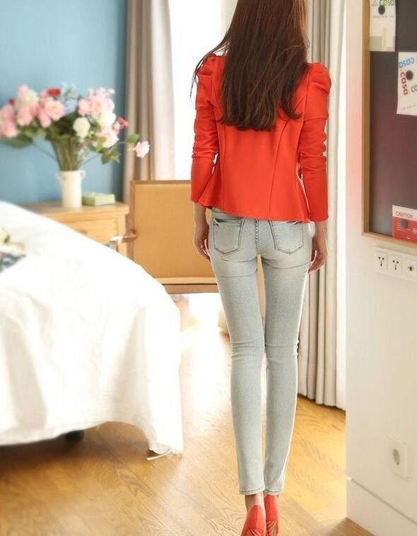 街拍:时尚成熟的紧身牛仔裤小姐姐,完美勾勒出身材曲线!