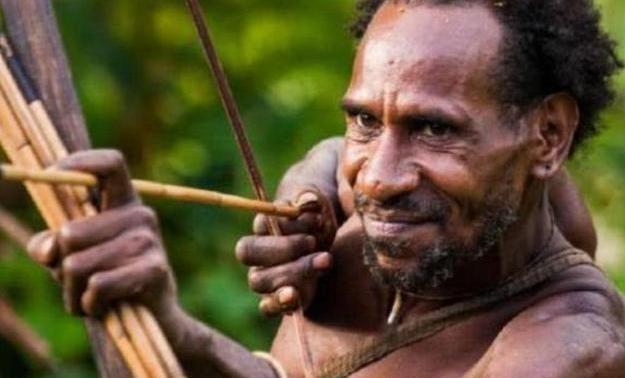 非洲最强壮部落:男性可以徒手撕生牛肉,女性繁衍方式让人无语