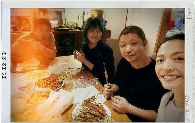 周笔畅常去姚晨家蹭饭,还和杨幂是好友,明星破次元壁不止这些