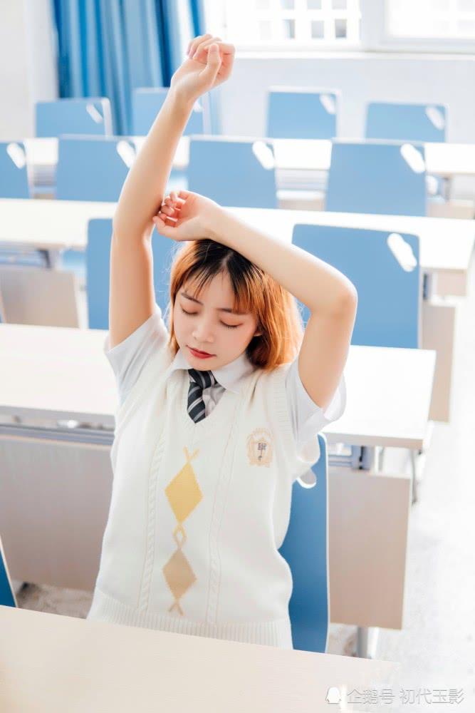 毛衣JK制服短发女生:很软很好穿!而且保暖也很棒!