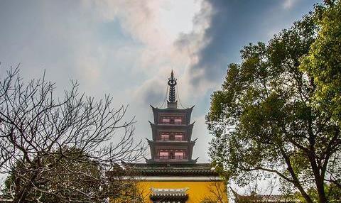 村民泥中掘到唐朝铜铸观音立像一尊,赠于寺庙,铜观音寺因此得名