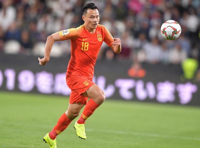 曾和武磊并称本土最强前锋,如今到迟暮之年,国足俱乐部双遭弃用