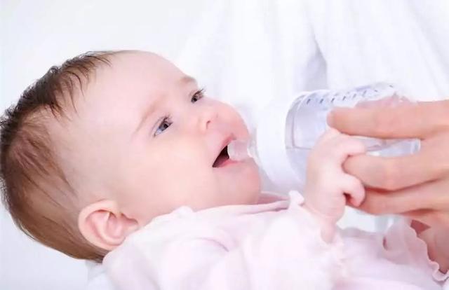 宝宝不爱喝水可不行!教你几个小妙招轻松搞定