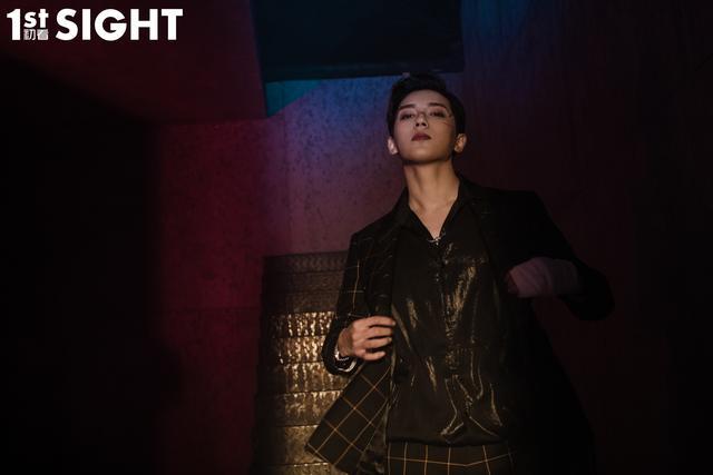 贾征宇登《1ST SIGHT》杂志 不拘一格时尚感十足
