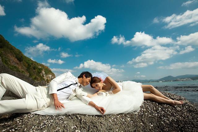 旅拍太贵?普吉岛婚纱照让新人望而却步?婚纱摄影机构排名大揭秘