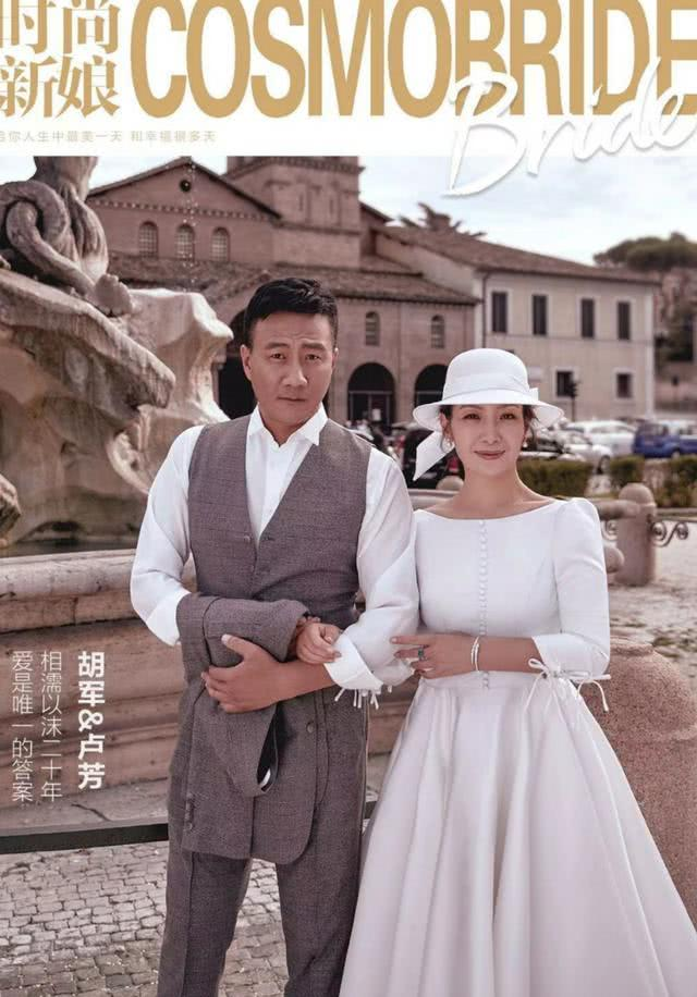 胡军带娇妻拍婚纱照,11岁康康穿西装,18岁女儿身高快超爸爸!