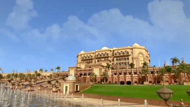 """全球唯一座""""八星级酒店"""", 40吨黄金作为装饰,奢华程度难以想象"""
